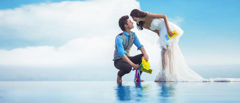 本文地址:http://www.365photo.net/news/2014-11-27/542.html 欧式婚纱照是在众多婚纱照风格中最受欢迎的一种了,很多来厦门拍婚纱照遭的新人都会选择欧式风格。但并不是所有新人都了解欧式婚纱照的内外景拍摄时的区别,今天,厦门婚纱摄影工作室就来跟新人说说欧式婚纱照中的内景与外景拍摄区别。